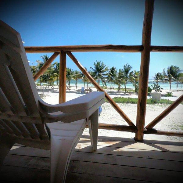 Suite Superior con Balcon y Vista al Mar en Palmeras de Mahahual Cabañas, holiday rental in Costa Maya
