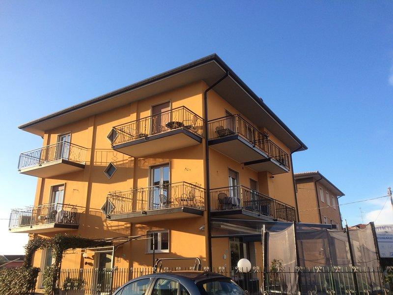 Stella - mini-appartamento a pochi passi dal centro, holiday rental in Bardolino