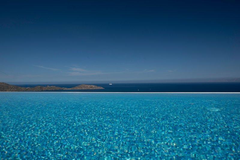 Ocean Pearl Villa, holiday rental in Ellinika