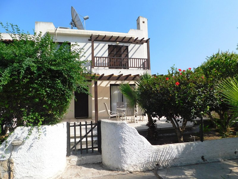 House in hotel complex in the heart of tourist aria, vacation rental in Paphos