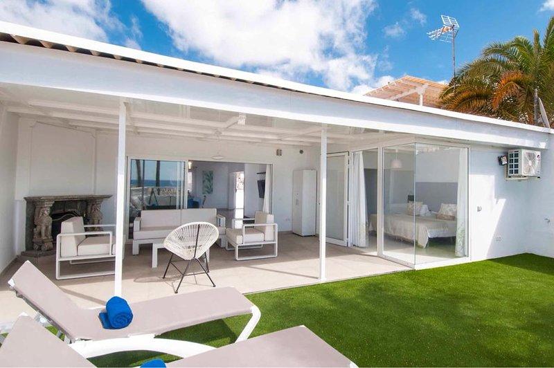 Deluxe Apartment San Agustin Suites I, location de vacances à San Agustin