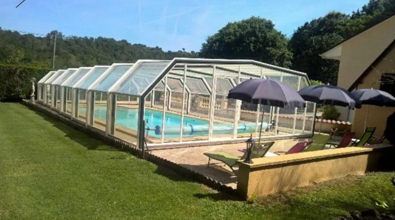 Beautiful villa with swimming-pool, location de vacances à Tamnies