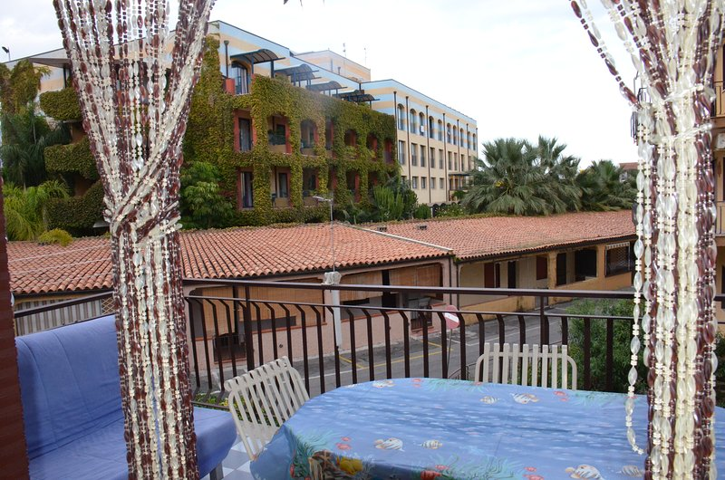 Beautiful apartment with balcony, holiday rental in Chianchitta