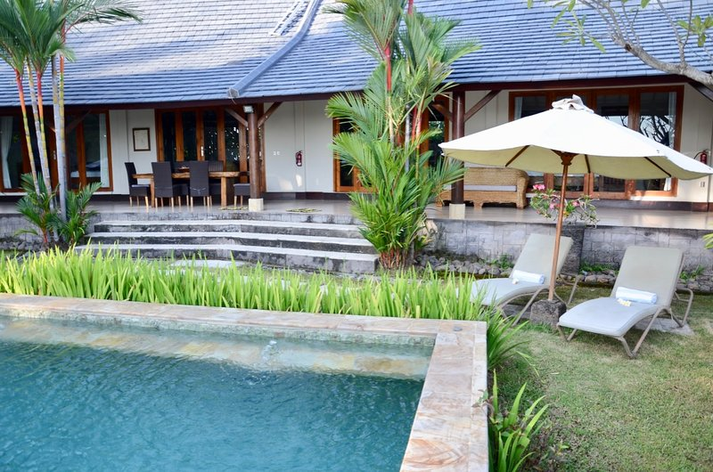 Villa Lotus Lovina - 4 Bedroom Relaxing Getaway, holiday rental in Lovina Beach