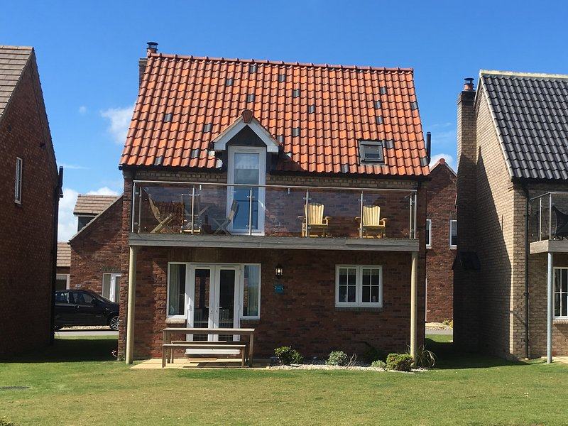 'Sea Urchins' Cottage - sea views, pool, beach, vacation rental in Filey