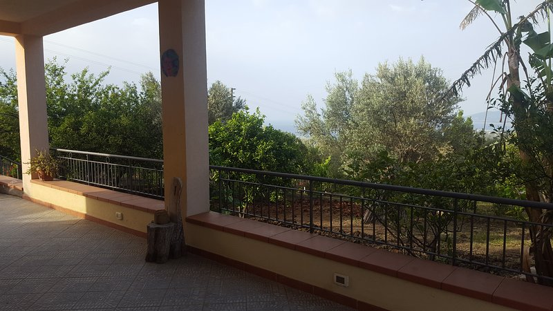 Graziosa villetta a Acquedolci, vacation rental in Acquedolci