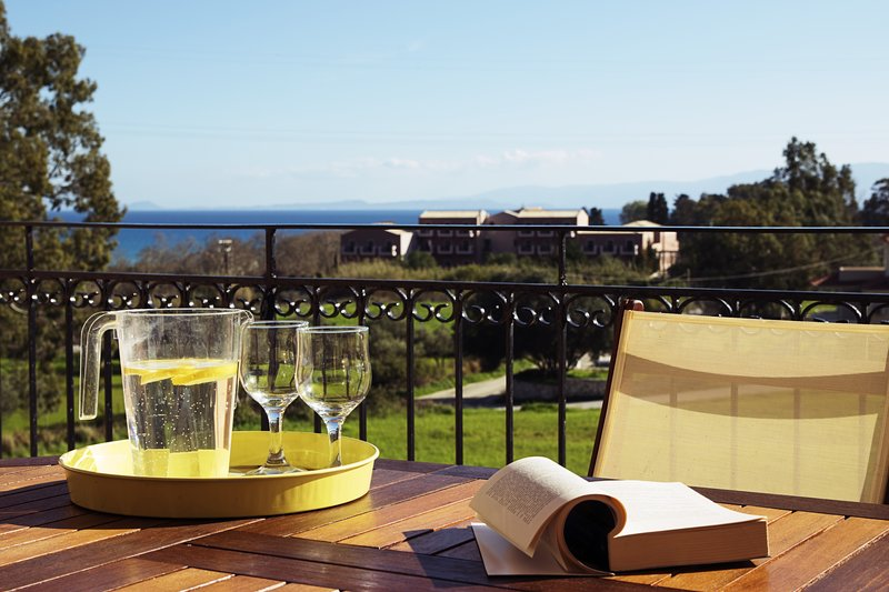Sunny Coco mat villa with a sea view, vacation rental in Katelios