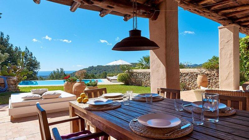 Catalunya Casas: Luxurious Villa Amande on Ibiza stunning hills!, alquiler de vacaciones en Es Canar