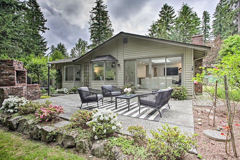 Modern Home: 3 Miles to Woodinville Wine Country!, vacation rental in Monroe