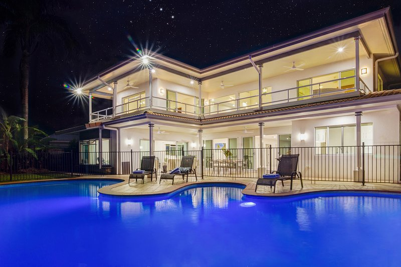 17 Solander Boulevard - 6 Bedroom Home by the Beach, holiday rental in Port Douglas