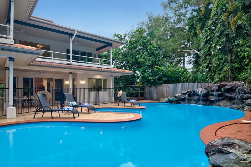 17 Solander Boulevard - 6 Bedroom Home by the Beach, vacation rental in Port Douglas