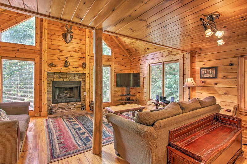 NEW-Cabin w/Game Room & Hot Tub, 7 Mi to Dollywood UPDATED 2019