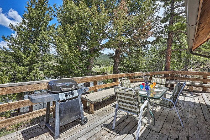 It features an incredible location close to fly fishing, skiing, hiking, & more!