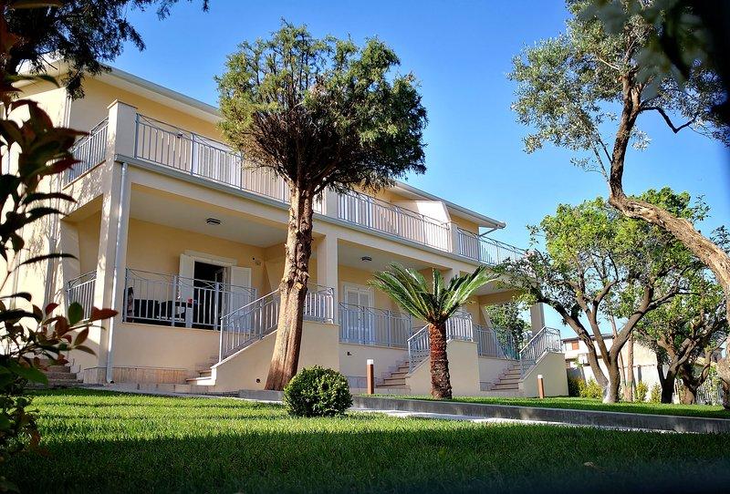 Residence VILLA FIORITA, holiday rental in Gioiosa Ionica