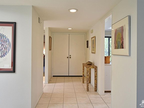 Roomy, South Facing, Poolside, 2 Master Suites, holiday rental in Palm Springs