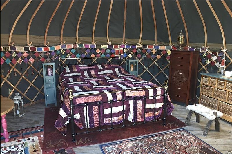 Holnest Holidays Yurt Camp, Farway, Devon, location de vacances à Colyton