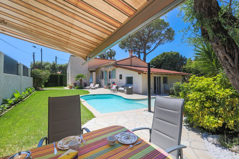 VILLA LES ONDES VI4120 by RIVIERA HOLIDAY HOMES, holiday rental in Cap d'Antibes