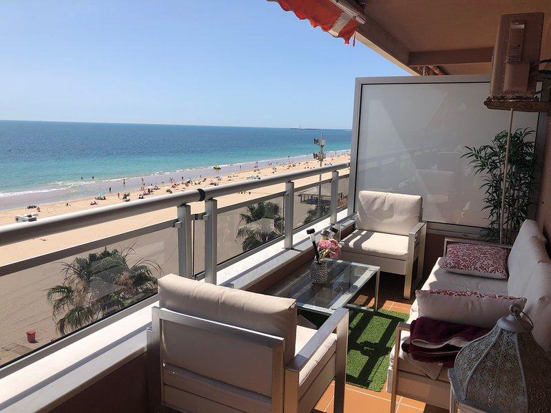 Luxury Oceanfront Triplex en Cadiz, casa vacanza a Cadice