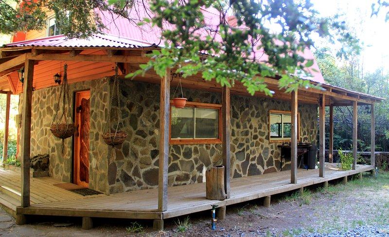 La Cabaña de Piedra, Cabaña Araucaria 6 pp, km 64,5 tt equipada, rio, gimnasio, location de vacances à Biobio Region