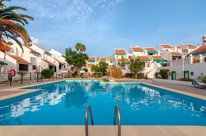 Villa Elen in Fanabe 200m from the beach, vacation rental in Playa de Fanabe