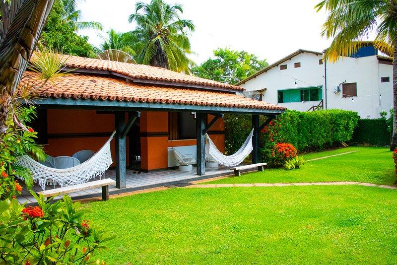 Casa Aconchegante em Praia do Forte perto da Praia e da Vila, alquiler vacacional en Mata de Sao Joao