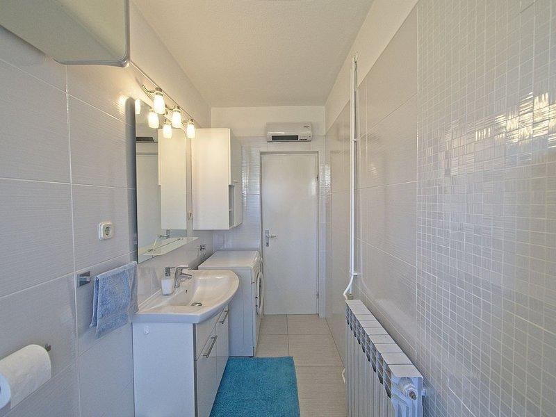 A2 (5): baño con inodoro.