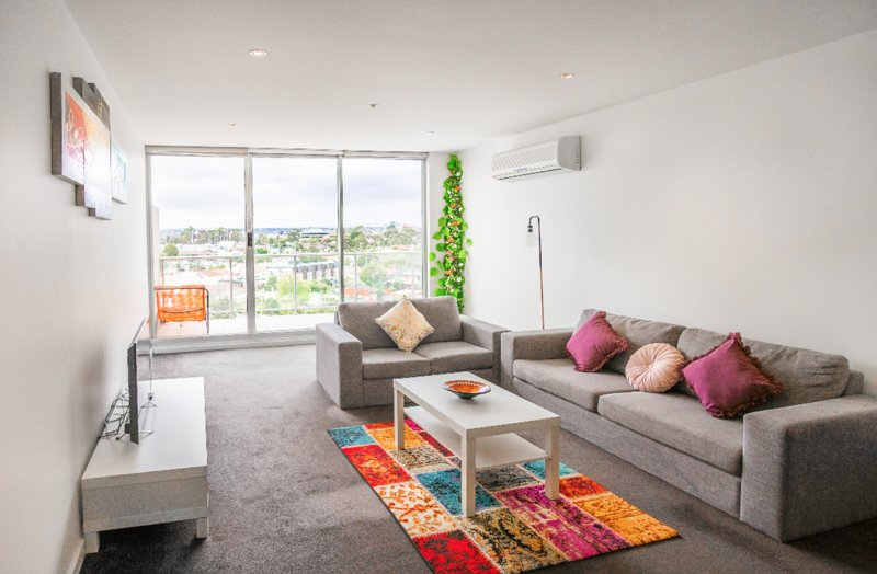Inner City Modern 5BD Apartment Patio Views * Free Parking, casa vacanza a Tullamarine