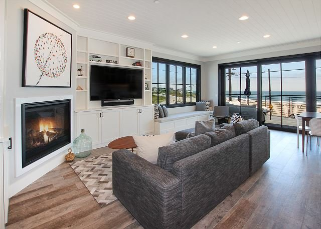Beauty at the Beachfront: Steps to Ocean & 5-Minute Walk to Santa Cruz Harbor, holiday rental in Soquel