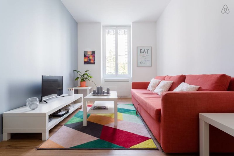 Spacious 2-rooms flat very quiet❤️Tram C/E at 4 min #B7, vacation rental in Grenoble