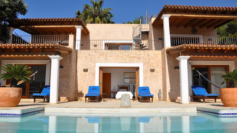 Playa de Talamanca Villa Sleeps 6 with Pool - 5805486, location de vacances à Roca Llisa