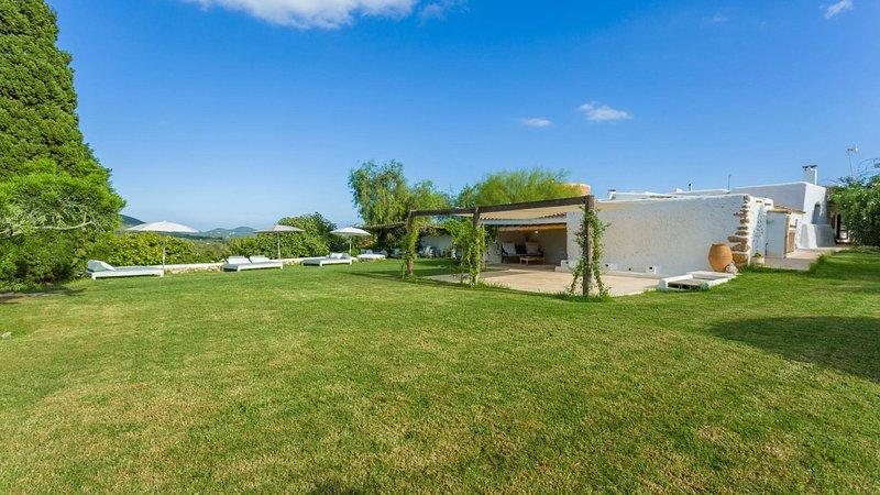 San Lorenzo de Balafia Villa Sleeps 9 with Pool Air Con and WiFi - 5805560, alquiler vacacional en San Lorenzo