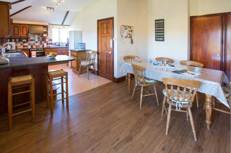 Lanjew Park Kitchen Dining Room