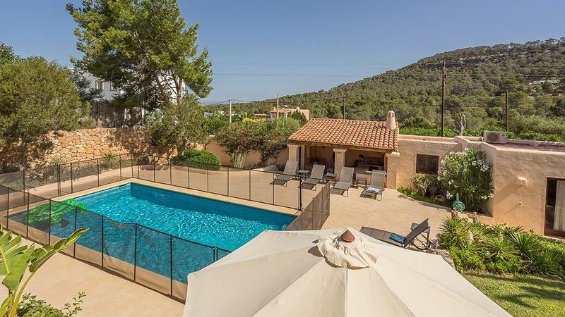 Cala Vadella Villa Sleeps 8 with Pool Air Con and WiFi - 5805495, holiday rental in Cala Vadella