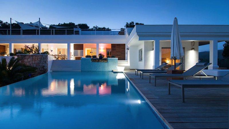 Es Cubells Villa Sleeps 8 with Pool Air Con and WiFi - 5805574, holiday rental in Es Codolar
