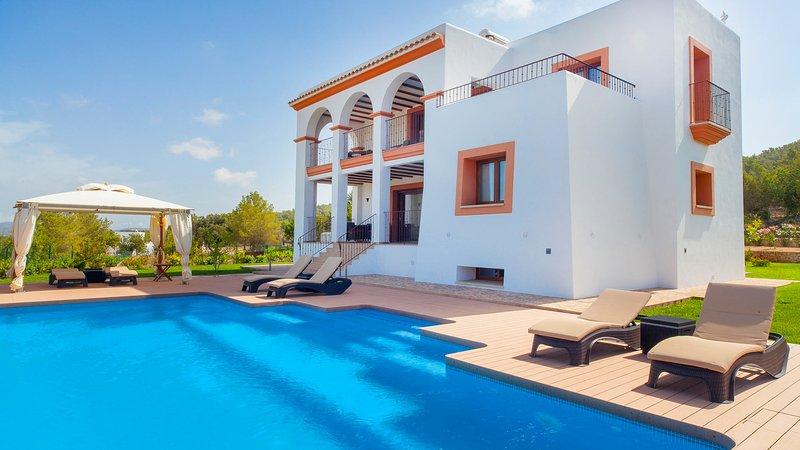 Ses Paisses Villa Sleeps 8 with Air Con and WiFi - 5805598, alquiler vacacional en Sant Agustí des Vedrà
