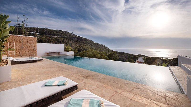 Cala Vadella Villa Sleeps 6 with Pool Air Con and WiFi - 5805462, holiday rental in Cala Carbo