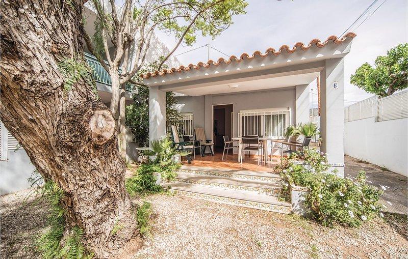 Stunning home in Benicasim w/ 3 Bedrooms (EBA130), location de vacances à Benicasim