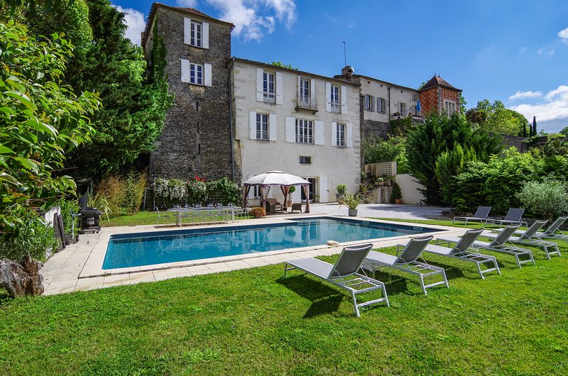 L'Orangerie Duras - luxury accommodation for 12 with large pool next to Chateau, vacation rental in Cours-De-Monsegur