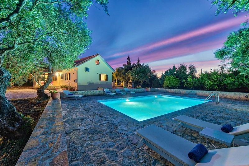 Olive Grove-3 Bedroom Villa with Private Pool, aluguéis de temporada em Tragaki