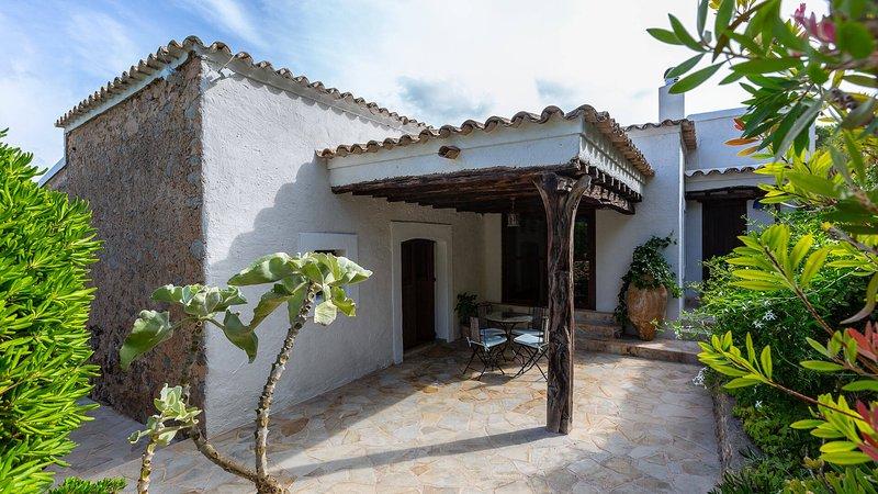 San Agustin des Vedra Villa Sleeps 8 with Pool and WiFi - 5805485, alquiler vacacional en Sant Agustí des Vedrà