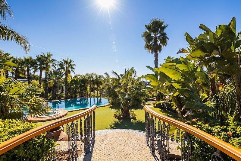 Loule Villa Sleeps 13 with Pool and Air Con - 5813877, location de vacances à Querenca