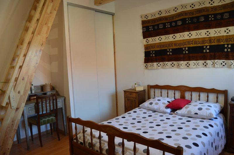 Le Grangeot - Chambre duplex de 25m² dans maison de montagne, holiday rental in Saint-Sixt