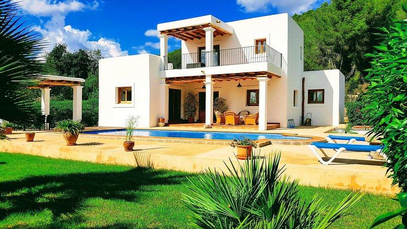 Sant Carles de Peralta Villa Sleeps 7 with Pool Air Con and WiFi - 5805551, casa vacanza a Cala Llenya