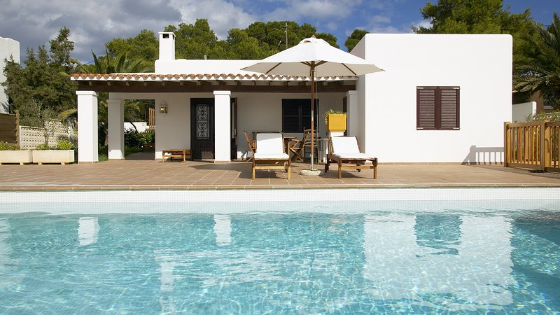 Cala Bassa Villa Sleeps 6 with Pool Air Con and WiFi - 5805471, holiday rental in Cala Comte