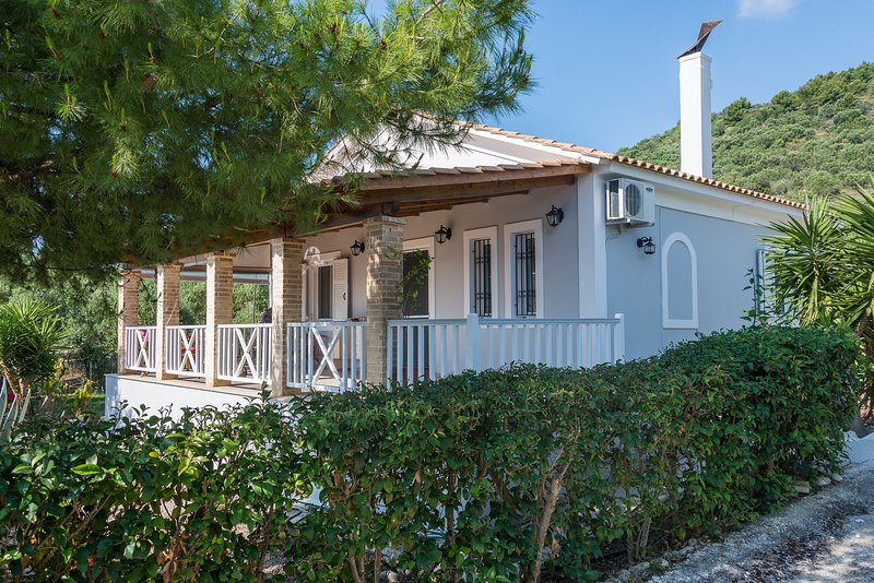 Libro Doro Houses - Nantia's House, holiday rental in Lithakia