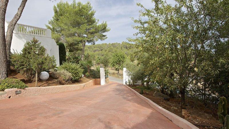 San Agustin des Vedra Villa Sleeps 10 with Pool Air Con and WiFi - 5805527, alquiler vacacional en Sant Agustí des Vedrà