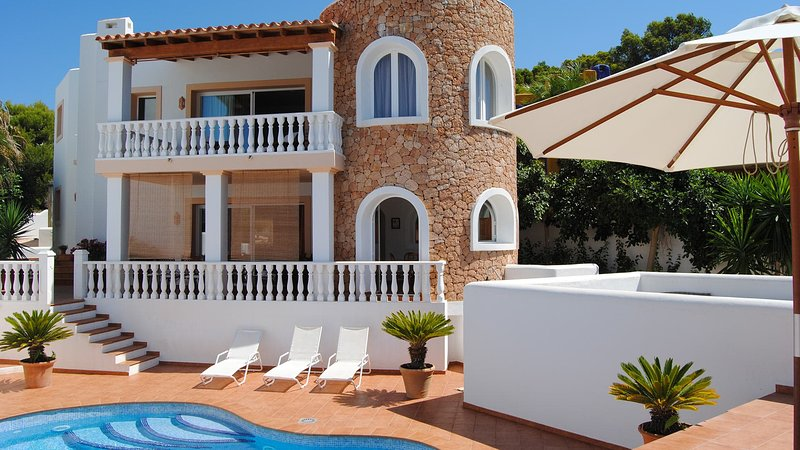 Cala Vadella Villa Sleeps 6 with Pool and Air Con - 5805483, holiday rental in Cala Carbo