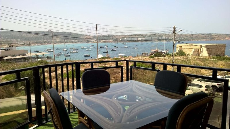 Ghadira Bay, Sea Front 3 Bedroom Apartment with very large terrace, vacation rental in Mellieha