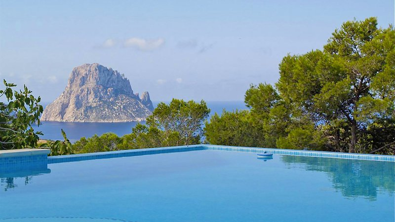 Cala Vadella Villa Sleeps 8 with Pool Air Con and WiFi - 5805481, holiday rental in Cala Carbo