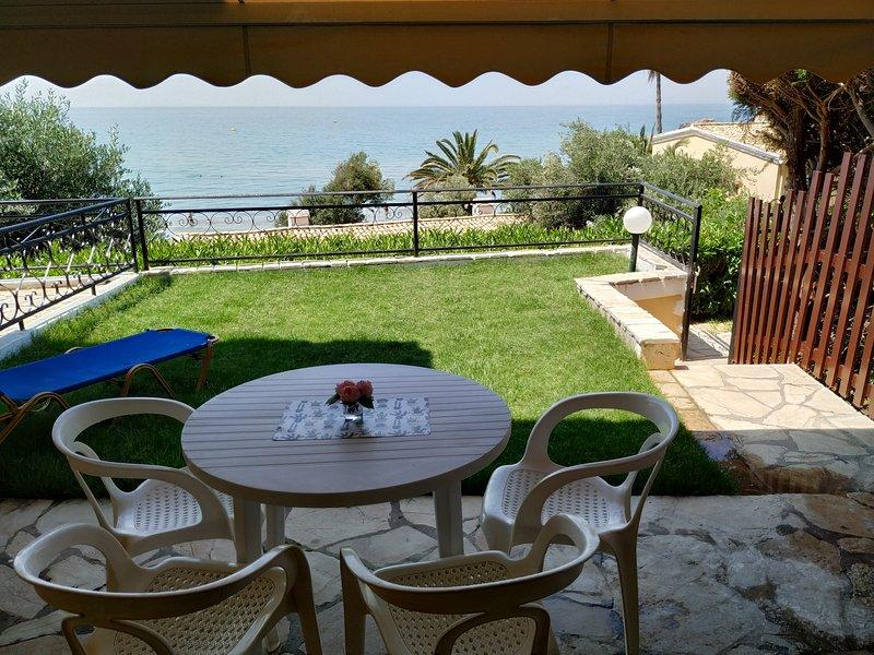 Menigos resort 43 ground floor apartment 30m from the beach., casa vacanza a Glyfada